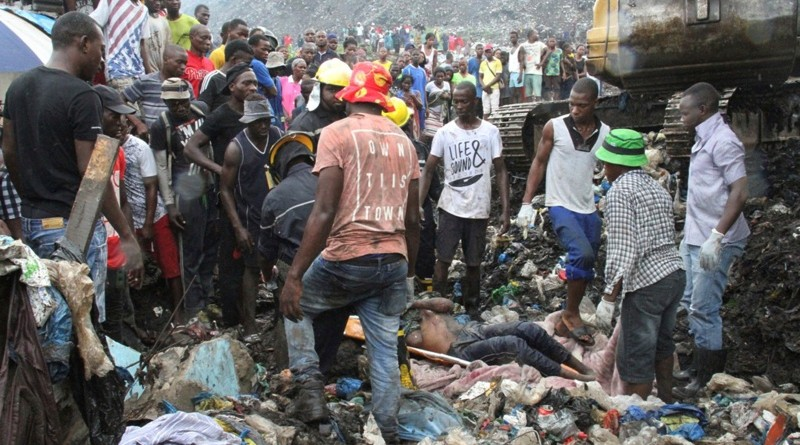 Rescuers recover a body as they search for survivors at the collapse of a rubbish dump in Maputo, Mozambique, Monday, Feb. 19, 2018. Mozambican media say at least 17 people died when heavy rains triggered the partial collapse of the mound garbage. (AP Photo/Ferhat Momade)